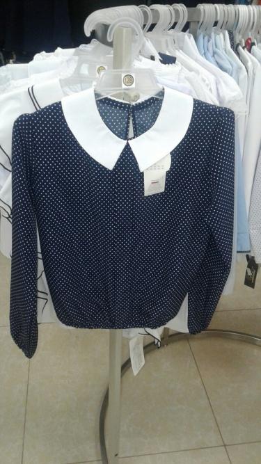 Школьная синяя блузка сбелым воротничком