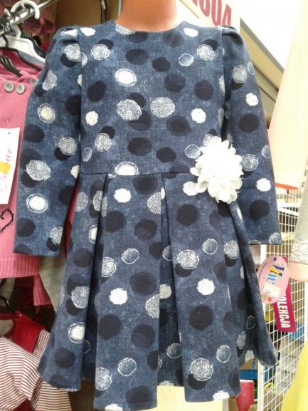 Трикотажное платье для девочки срисунком