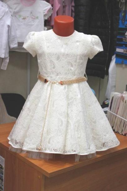 Нарядное платье сзолотым поясом для девочки