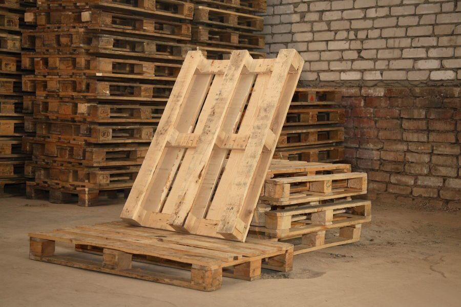 Купить деревянные поддоны в СПб