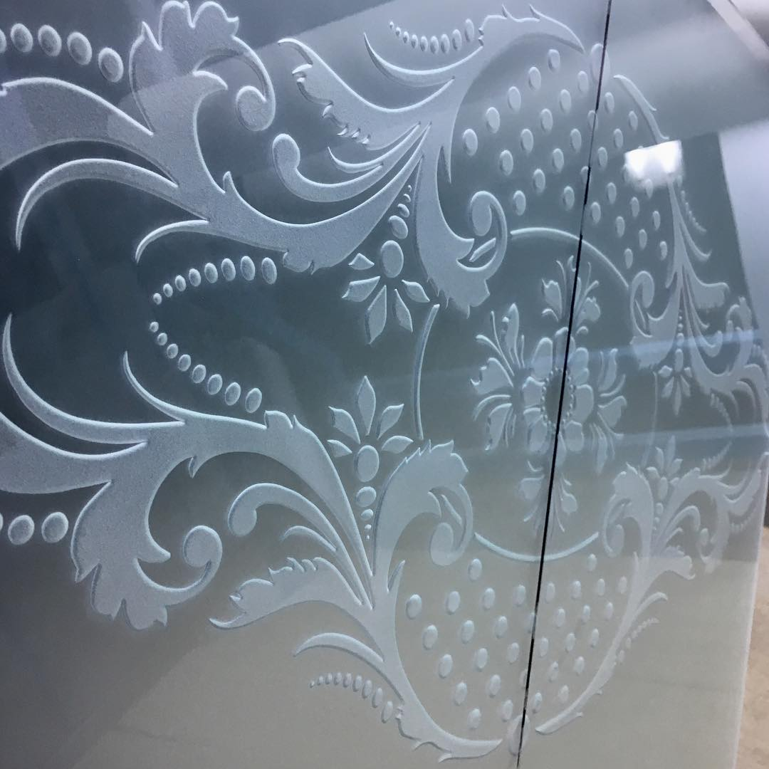 Пескоструйная обработка стекла на заказ