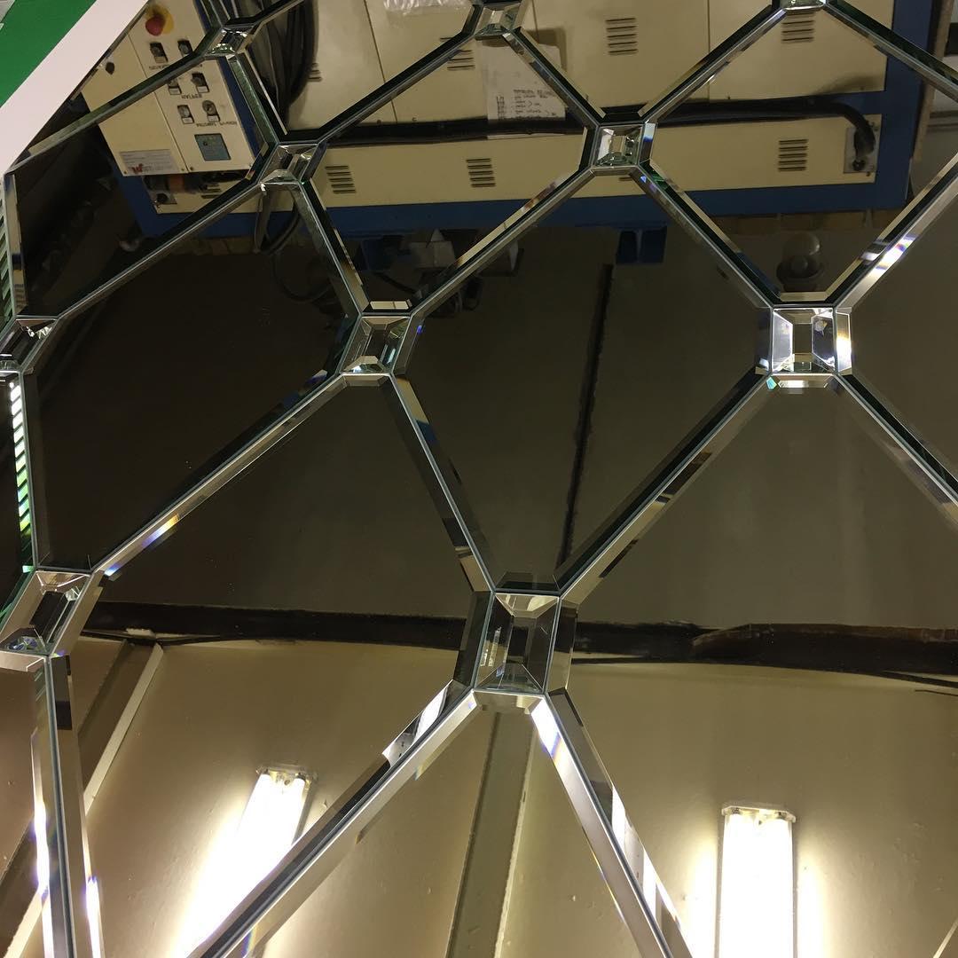 Обработка зеркал гравировской на заказ