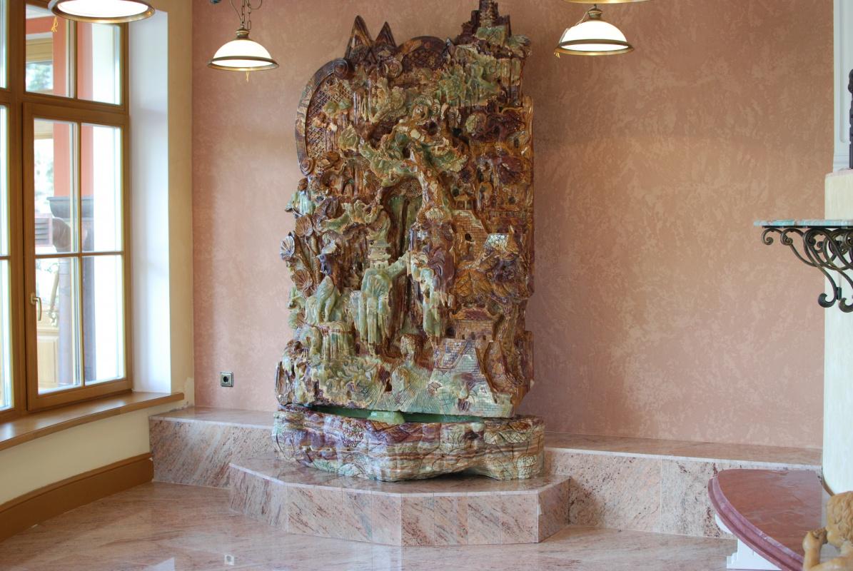 каменные фонтаны